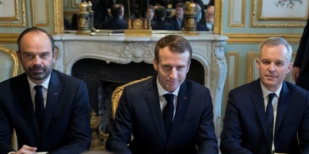 Édouard Philippe n'est toujours pas en mesure d'expliquer le mécanisme d'ajustement des taxes sur les carburants évoquée mardi par Emmanuel Macron.