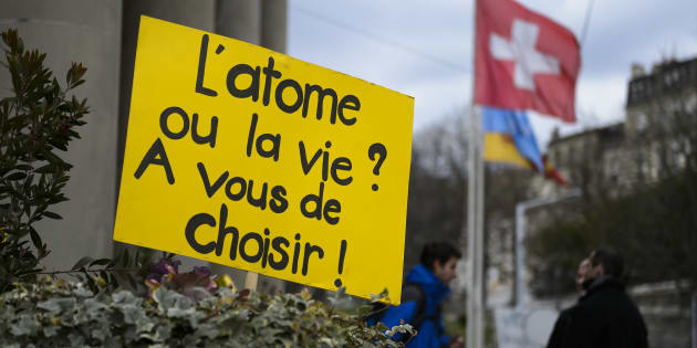 Un panneau à Genève, en Suisse, contre la centrale nucléaire du Bugey en mars 2016