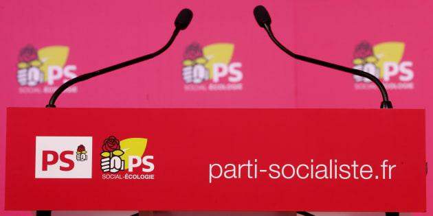 Un podium rue de Solférino au siège du Parti Socialiste à Paris, le 3 décembre 2015.