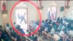 IL VIDEO DEL PRESUNTO ATTENTATORE - Entra in chiesa e si confonde tra i