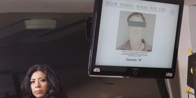 Autoridades muestran en una pantalla de televisión la foto de Gerardo N, presunto asesino del exgobernador de Colima, Silverio Cavazos, en una conferencia de prensa el 9 de mayo de 2018, donde se dio a conocer la detención del presunto autor intelectual del crimen.