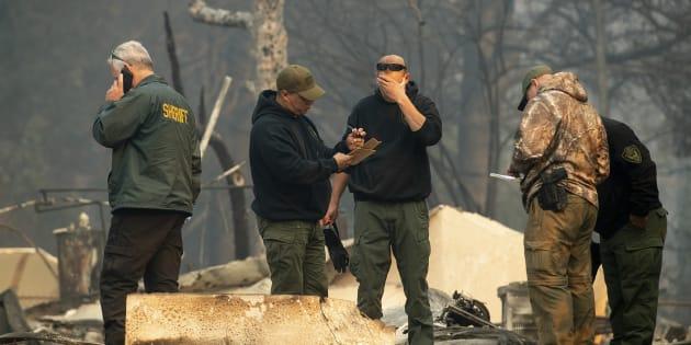 """Les secouristes intervenant sur Paradise après """"Camp Fire""""."""