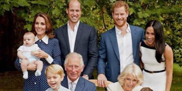 La foto di famiglia scattata in occasione del 70esimo compleanno del principe Carlo