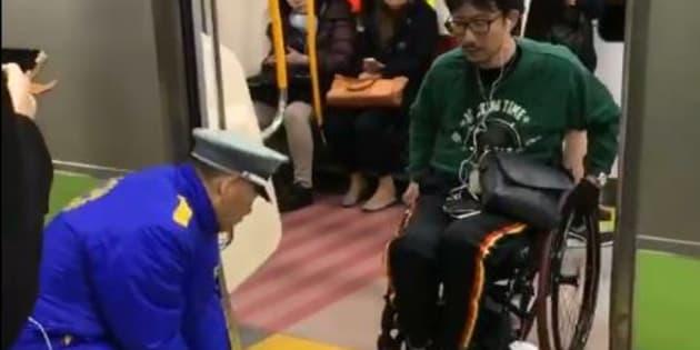 L'accessoire que tous les métros du monde devraient mettre à disposition pour faciliter la vie des personnes en fauteuil roulant