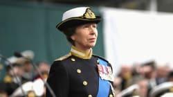 Cette princesse britannique ne serre jamais les mains et explique