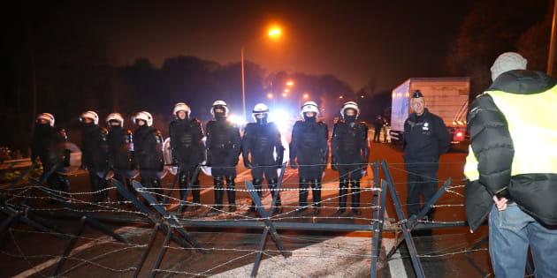 La police belge faisant face à une manifestation de gilets jaunes.