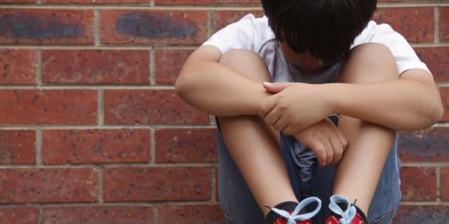 Bambino autistico espulso da scuola, le mamme esultano su WhatsApp