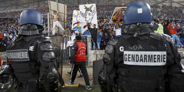 """OM-Atlético: Dispositif de sécurité """"exceptionnel"""" pour la finale de l'Europa League (Image: tensions lors de Marseille-Bordeaux en Ligue 1 au Stade Vélodrome, le 10 avril 2016)."""