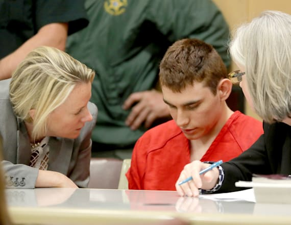 Nikolas Cruz qualifies for public defender: judge