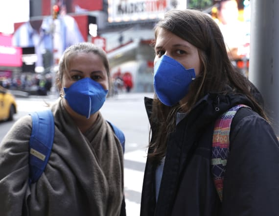 Experts: Americans should be wearing masks in public