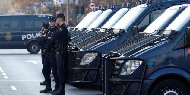 Un grupo de policías, el pasado 9 de diciembre, en Madrid, durante la celebración de la final de la Copa Libertadores.