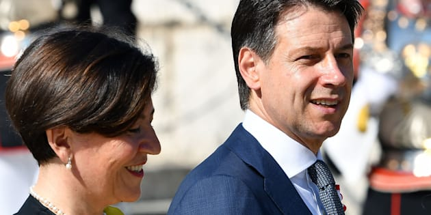 Italys Prime Minister Giuseppe Conte (R) and Italys Defence Minister Elisabetta Trenta (L) (Photo by Vincenzo PINTO / AFP)