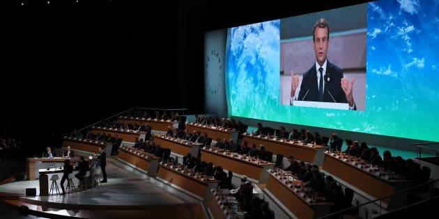 Le Président Emmanuel Macron lors d'un discours au One Planet Summit le 12 décembre 2017 à La Seine Musicale sur l'île Seguin, à Boulogne-Billancourt