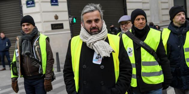 Soutien actif des gilets jaunes, le député de la France insoumise Alexis Corbière défend l'interdiction des LBD et autres grenades de désencerclement, accusées de mutiler les manifestants.