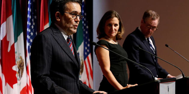 Mexico's Economy Minister Ildefonso Guajardo (left) addresses the media with Canada's foreign minister, Chrystia Freeland (centre), and U.S. Trade Representative Robert Lighthizer at the close of the third round of NAFTA talks in Ottawa, Ont., Sept. 27, 2017.
