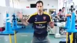 Le gardien d'Arsenal a une drôle de façon de s'entraîner à arrêter les