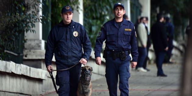 """8 """"paquets suspects"""", adressés à des personnalités européennes, découverts à la poste d'Athènes"""