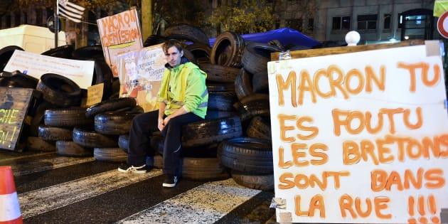Après les annonces de Philippe, les gilets jaunes oscillent entre pouvoir d'achat et chute des institutions (photo d'illustration prise à Rennes le 2 décembre)