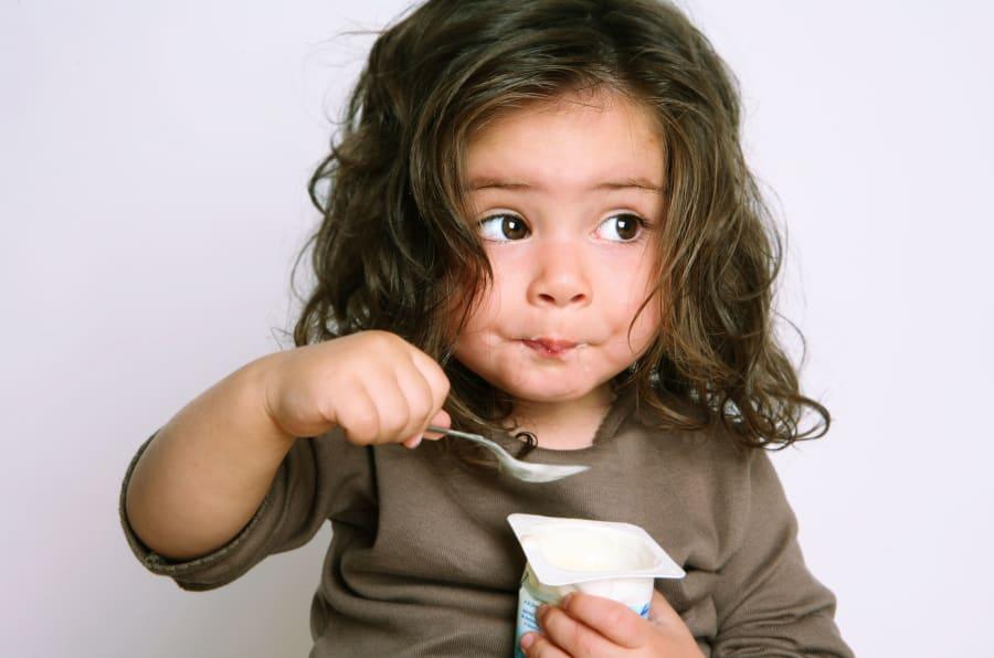 El alto contenido en azúcar derrumba el mito de alimento saludable — Yogures