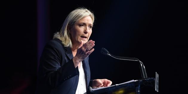 Suite aux révélations du Canard Enchaîné sur son montage immobilier, Marine Le Pen demande la démission de Richard Ferrand.