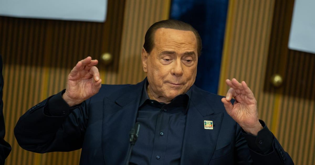 """Silvio Berlusconi: """"Savona si defila dal governo, in arrivo una tempesta economica"""""""