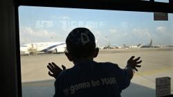 Il figlio 14enne ha il documento scaduto: lo lascia in aeroporto e si imbarca per la