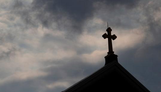 RAPPORTO SHOCK - Almeno mille bambini abusati da oltre 300 preti in Pennsylvania,