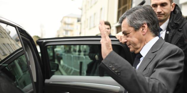 En plein meeting à Lille, une voiture de  François Fillon cambriolée