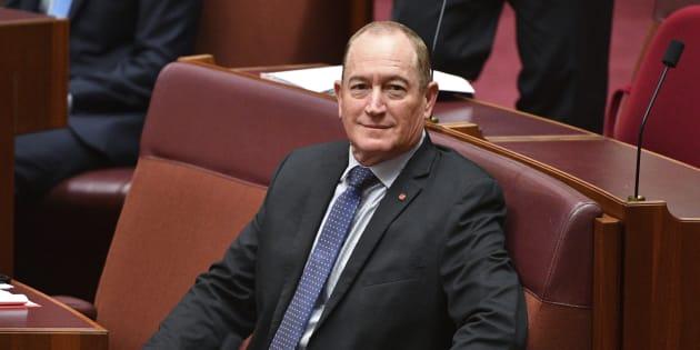 """Le sénateur australien Fraser Anning et """"ses commentaires répugnants"""" faisant un lien entre l'immigration musulmane et l'attaque terroriste de Christchurch ont provoqué un tollé en Australie."""