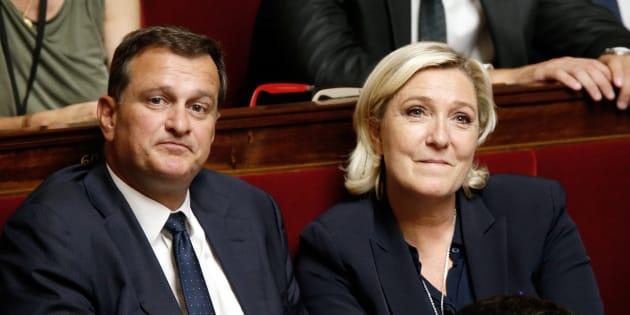 Louis Aliot et Marine Le Pen côte à côte à l'Assemblée nationale en juillet 2017.
