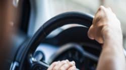 La irónica advertencia de una joven a los conductores que gritan y pitan a