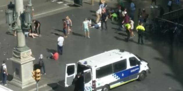 Ragazza italiana testimone a Barcellona |   Il furgone inseguiva le persone  Ora siamo