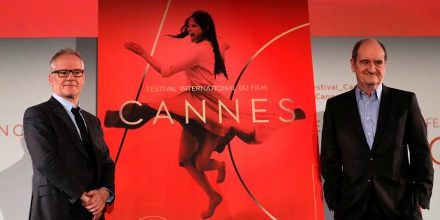 Delegado-geral do festival, Thierry Fremaux (esq.), e presidente do Festival de Cannes, Pierre Lescure (dir.), anunciam filmes selecionados.