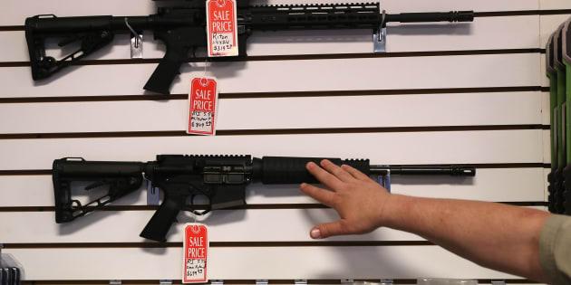 Des fusils AR-15 en solde dans l'Arizona.