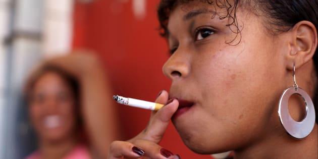 Estudo do Instituto Nacional do Câncer José de Alencar Gomes da Silva (Inca) mostra que elevação de 50% no preço dos cigarros evitaria mais de 130 mil mortes no Brasil, em dez anos.