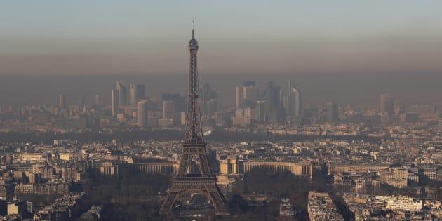 La ville de Paris vue dans un nuage de particules fines le 1er décembre 2016, soit le pire pic de pollution hivernal (le plus long et le plus intense) depuis 10 ans.