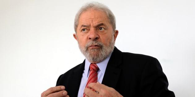 O ex-presidente teria editado uma Medida Provisória (MP) para favorecer empresas do setor automotivo em troca de propina.