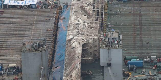 Le renflouement du ferry sud-coréen Sewoln trois ans après son naufrage