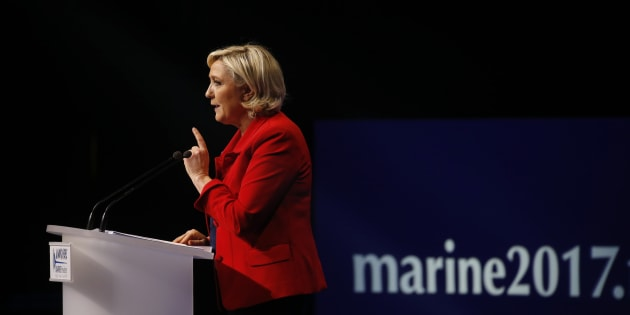 Marine Le Pen lors de son meeting parisien.