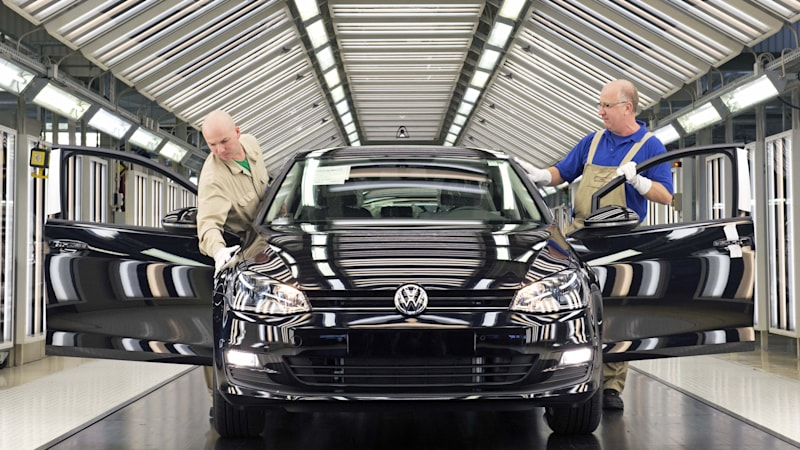 Coronavirus prompts VW to stop production throughout Europe