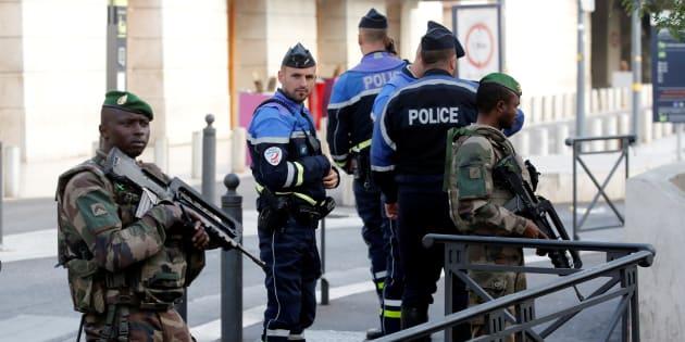 Projet d'attentat de l'ultra-droite: huit suspects mis en examen