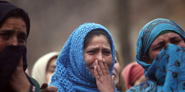 Kashmiri villagers weep during the funeral procession of Raqib Bashir, a suspected militant, in Zadura village, south of Srinagar, February 7, 2016. A Hizb-ul-Mujahideen militant was killed in a gunbattle with Indian security forces on Saturday in South Kashmir's Pulwama district, local media reported. REUTERS/Danish Ismail