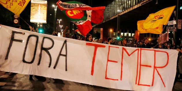 Em protesto na Avenida Paulista, manifestantes exigem novas eleições.