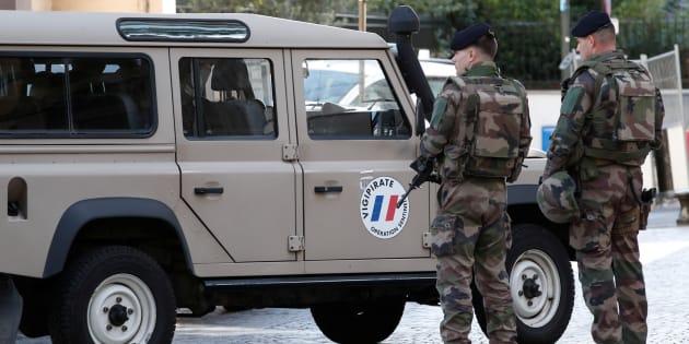 Des soldats de l'opération Sentinelle dans la rue de Levallois-Perret où leurs collègues ont été attaqués.