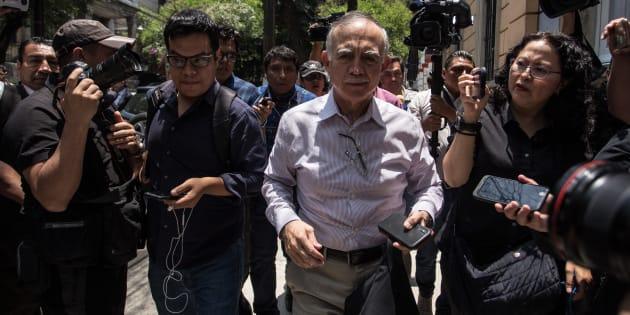 Alfonso Romo, futuro jefe de la Oficina de la Presidencia, a su salida de la casa de campaña del gobierno de transición ubicada en la calle de Chihuahua 216 en la colonia Roma.