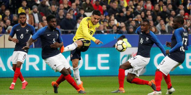 Radamel Falcao s'essaye à la frappe lors de France-Colombie à Saint-Denis le 23 mars 2018.