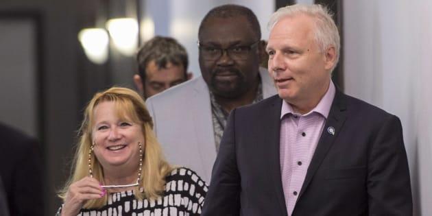 Les députés Carole Poirier et Maka Kotto en compagnie du chef du Parti québécois Jean-François Lisée