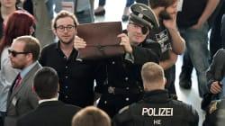 Le double sens du déguisement nazi de cet eurodéputé