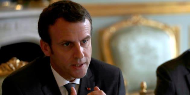 Philippe Wojazer  Reuters                       Malgré son engagement Macron coupe plus de 300 millions d'euros de dotations aux collectivités locales