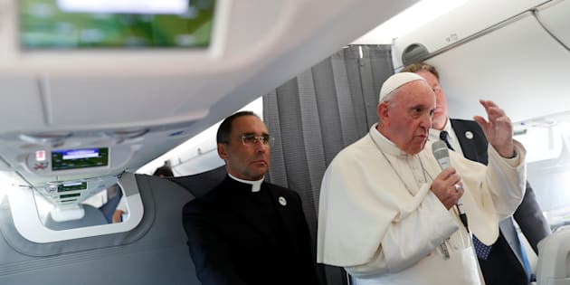 """Papa Francesco, il caso Viganò e il """"segno di Dio"""""""